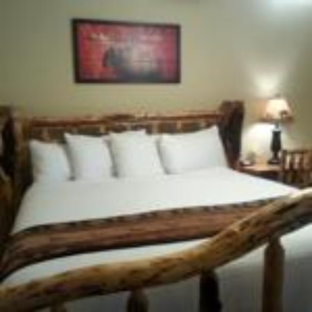 Riverfront Motel & RV Park: Large King Rooms