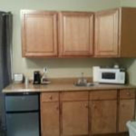 Riverfront Motel & RV Park: King Room Kitchenette