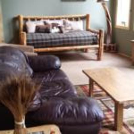 Riverfront Motel & RV Park: Riverview House Living Room