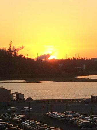 Swinomish Casino & Lodge: Sunset view from the west