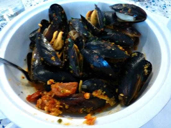 Noah's : Prince Edward Island (CANADA) Mussels in a Romesco Broth