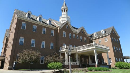 The Delafield Hotel: Hotel Front