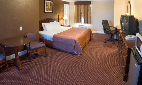 Americas Best Value Inn & Suites: Guest Room