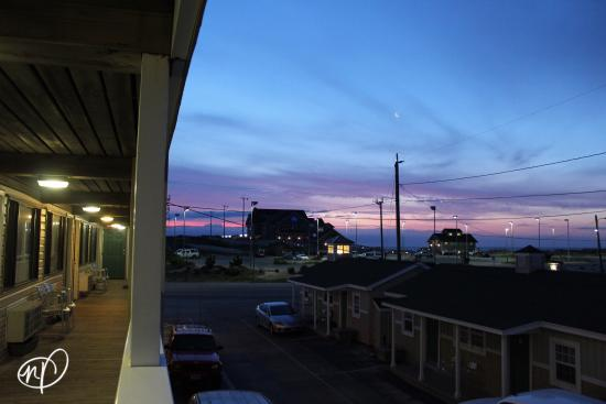 Rodeway Inn & Suites: Great view of the Nags Head beach and Jennette's Pier from second and third levels. Rooms were u