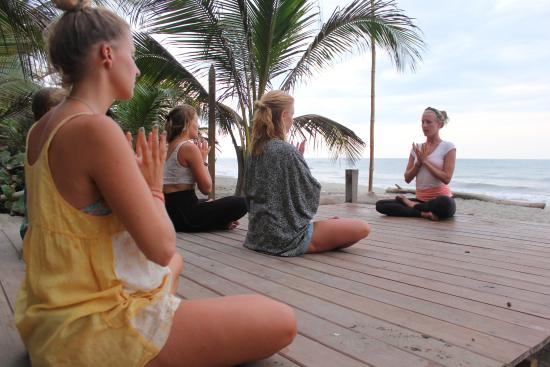 Costeno Beach Surf Camp: Yoga class
