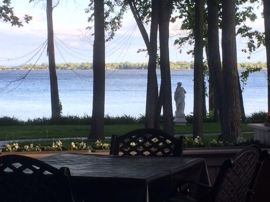 Chateau Vaudreuil: Very nice location
