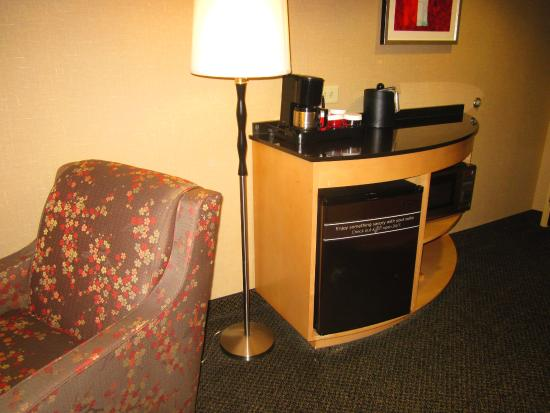 Cambria Hotel Raleigh-Durham Airport: Microwave/Refrigerator