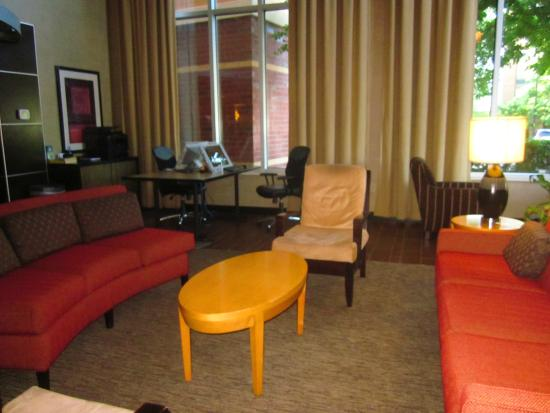 Cambria hotel & suites Raleigh-Durham Airport: Lobby