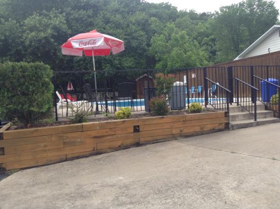 Fall Creek Inn & Suites: Pool area