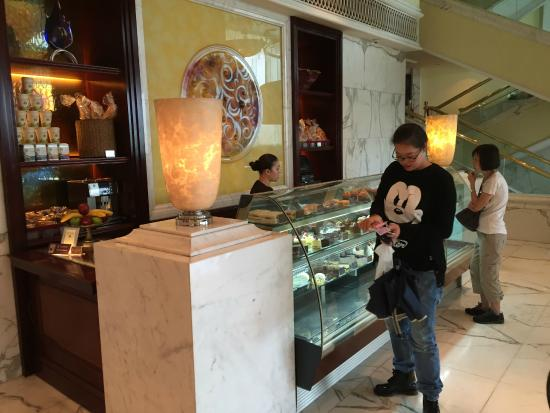 Lobby Lounge cakes