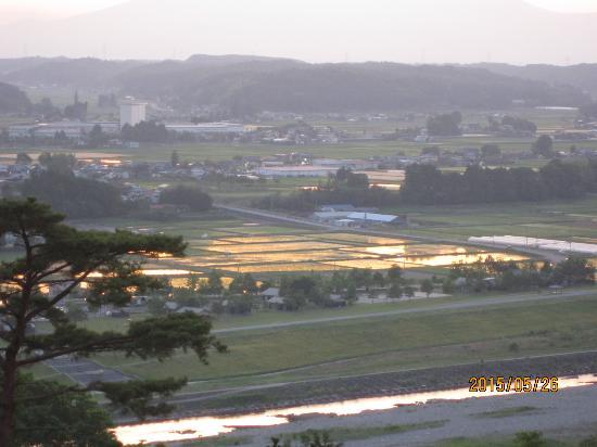 Nanpeidai Onsen Hotel: 那珂川と田んぼに映える夕日