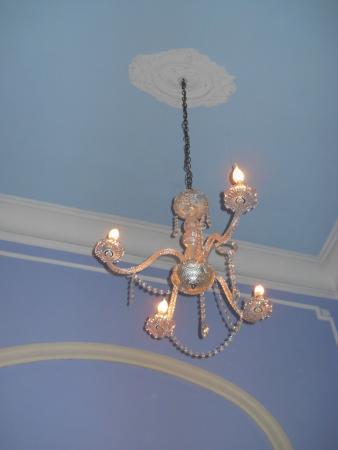 Petit Hotel El Vitraux: Chandelier
