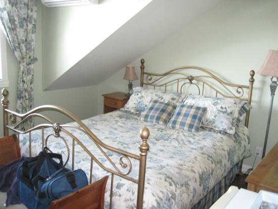 Le Domaine Belle Plage: Bed in room #15