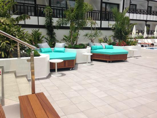 Camas balinesas en la piscina picture of vanilla garden for Camas tenerife