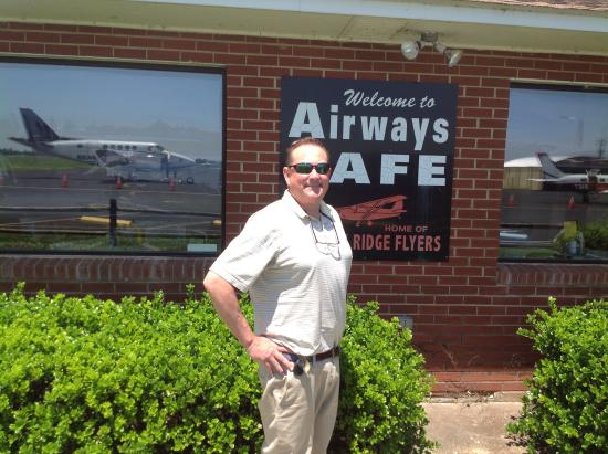 Airways Cafe: Visiting by plane