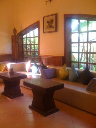 Boutique Cambo Hotel: this is the lobby of the hotel......