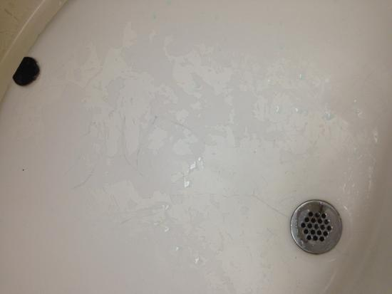 Econo Lodge Inn & Suites at Fort Benning: Porcelain in sink chipped / peeling away