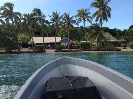 MacDonalds Nananu Beach Cottages: Arriving by private boat