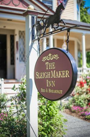Sleigh Maker Inn Bed & Breakfast : Sleigh Maker Inn - Entry Sign