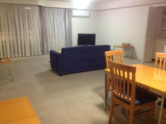 Wahroonga Waldorf Apartments: Living room and dining room