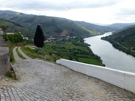 Douro Valley : The access road to a winery