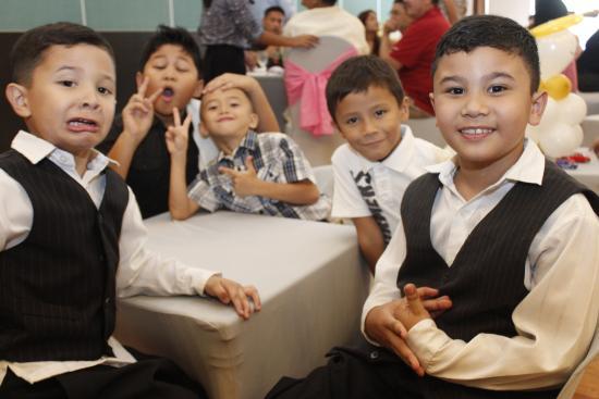 Century Hotel Angeles City: kids having fun at century
