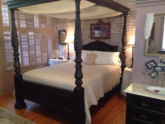 Abigail's Grape Leaf Bed & Breakfast, LLC: photo0.jpg