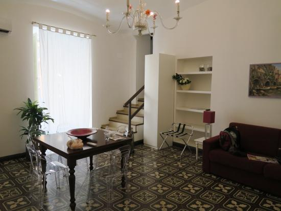 Casa Sorrentina: stairs up to bedroom