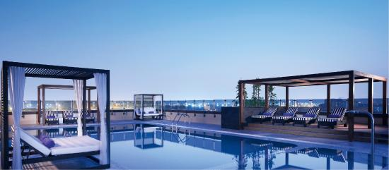 Pullman Dubai Creek City Centre: Azure Pool Lounge