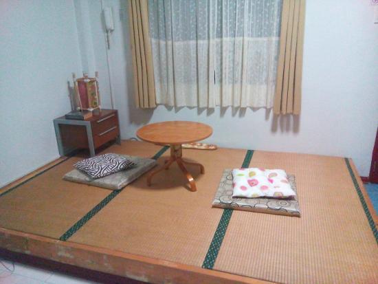 Makiling Onsen Hotel: living room