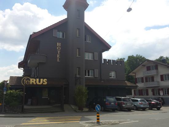 feRUS Hotel: Hotelansicht vom Parkplatz