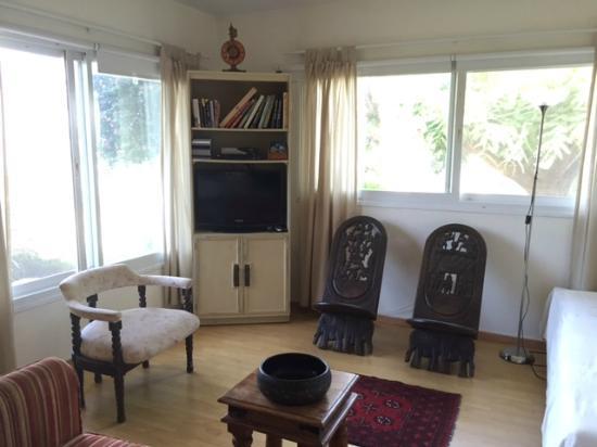 Pina Bagalile: The living room