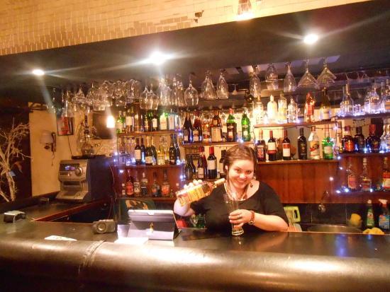 Hotel Ollanta: En la barra eligiendo mi bebida favorita ! variedad de Tequila !