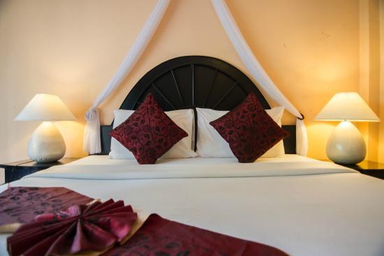 Phi Phi Villa Resort: เตียงนอน