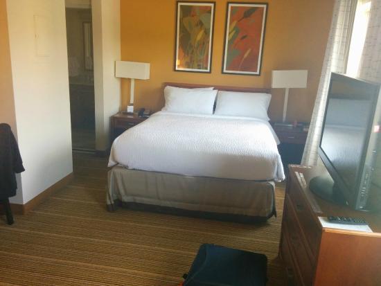 Residence Inn Seattle East/Redmond: Bed / bath