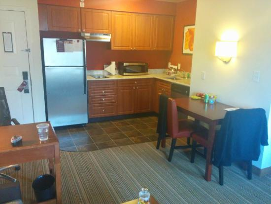 Residence Inn Seattle East/Redmond: Kitchen / Dining area