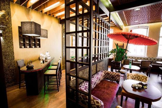 Nevsky Forum Hotel: Japanese teahouse Fukujuen in the hotel lobby