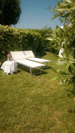 Runco, Italia: relax in giardino
