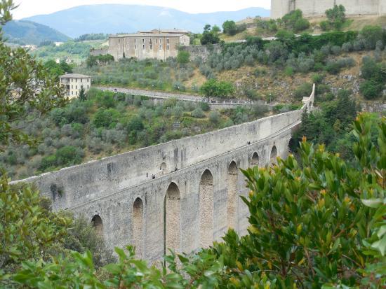 Spoleto, Italia: Il Ponte delle Torri dal Giro dei Condotti