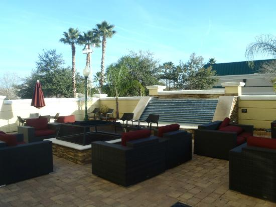 Hampton Inn & Suites Jacksonville South-St. Johns Town Center Area : Garden patio