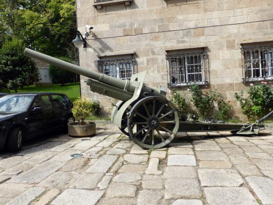 Regional Military Museum : Cañon en la puerta