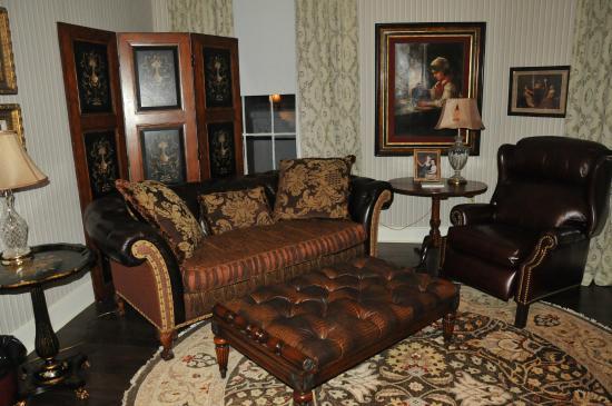 The Martha Washington Inn and Spa: Bedroom of Upgraded room