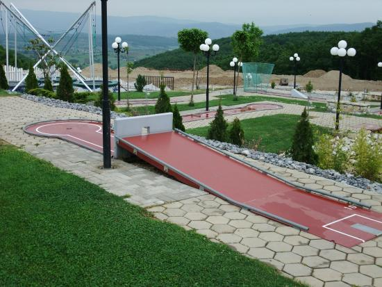 Gnjilane, Kosovo: Epic mini-golf course
