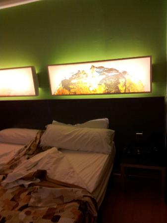 Sol y Sombra: bedroom with paintings