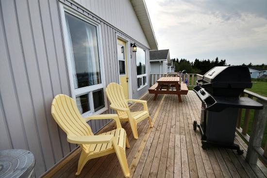 Cavendish Bosom Buddies Cottages and Suites: Private Patio with picnic table, full size Broil King BBQ & Panoramic View