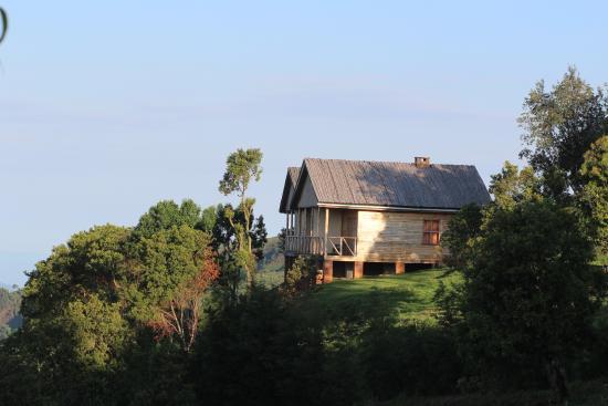 Ruhija Gorilla Safari Lodge: Deluxe Room overlooking the vast Bwindi Forest