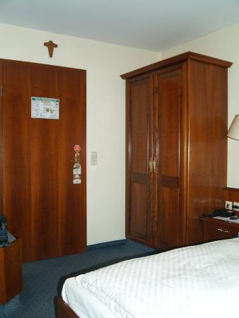 Hotel am Heideloffplatz : Wardrobe