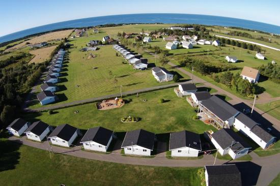 Cavendish Bosom Buddies Cottages & Suites: Panoramic Ocean View from Hilltop Location