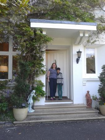 Haldon Priors Bed and Breakfast: It is the front door where she will receive you! :)