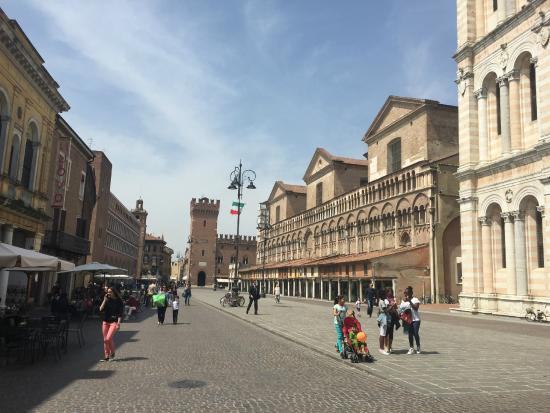 Le Stanze di Torcicoda: 2 mins walk, the main square